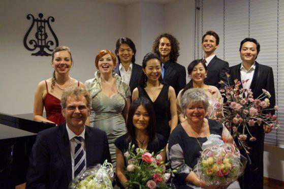 Eine strahlende Gruppe nach vollbrachtem Abschlusskonzert