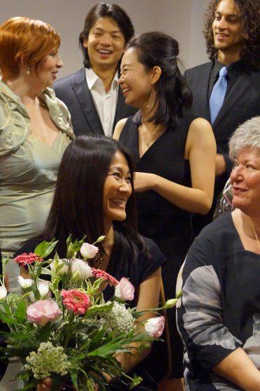 Unsere bezaubernde Dr. Kumi Konaga, die Leiterin der Akademie